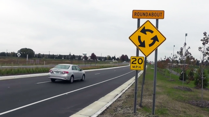 Video: How to Navigate a Multi-Lane Roundabout