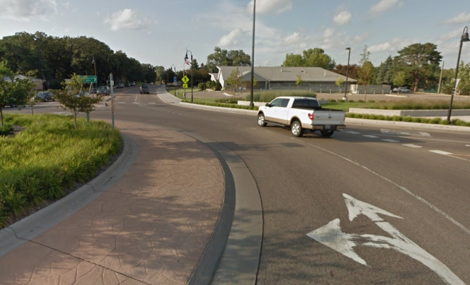 Reducing confusion at two-lane roundabouts
