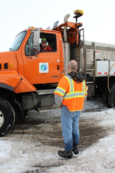 Professor Steve Druschel speaks with MnDOT snowplow driver John Hokkanen.